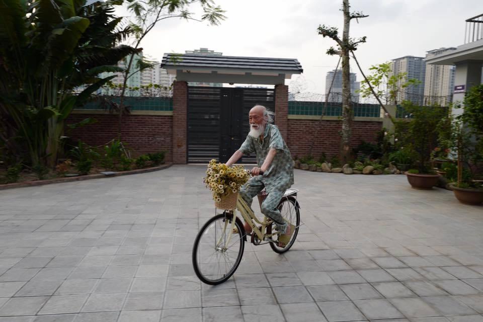 Khoảnh khắc bình dị của thầy Văn Như Cương qua những bức ảnh của cô giáo Văn Thùy Dương - Ảnh 8.