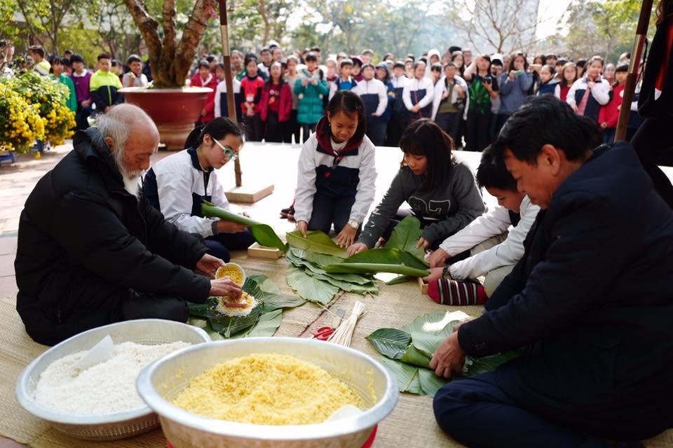 Khoảnh khắc bình dị của thầy Văn Như Cương qua những bức ảnh của cô giáo Văn Thùy Dương - Ảnh 4.