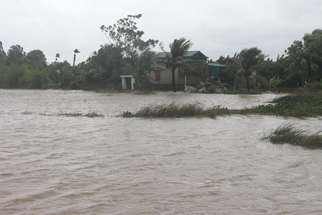 Thanh Hóa: Hơn 100 nhà dân bị ngập nước do vỡ đê - Ảnh 1.