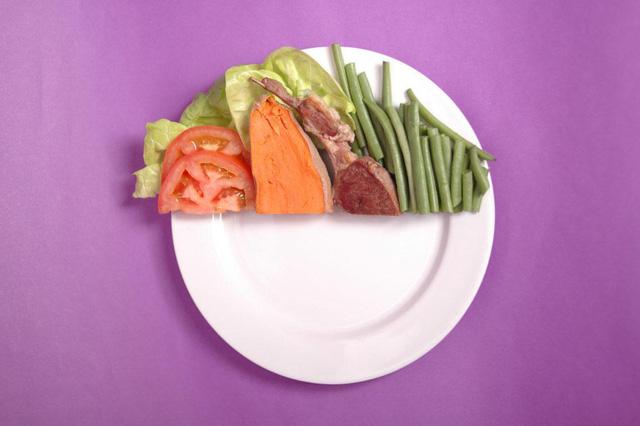 Bí quyết sống thọ, tránh xa bệnh tật của người Nhật Bản: 5 nguyên tắc ăn uống lành mạnh ai cũng có thể áp dụng - Ảnh 1.