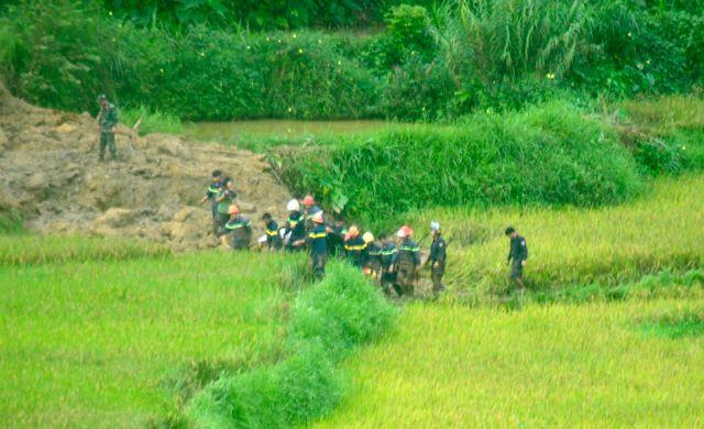Sạt lở ở Hòa Bình: Tìm thấy 9 thi thể - Ảnh 12.