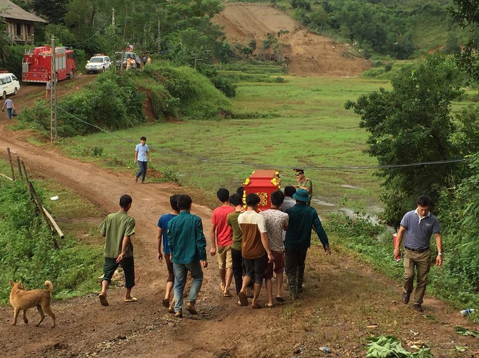 Sạt lở ở Hòa Bình: Tìm thấy 9 thi thể - Ảnh 13.