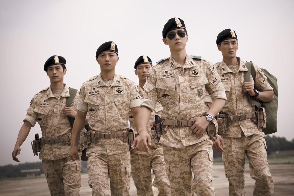 Biệt đội mỹ nam hàng đầu xứ Hàn trong quân ngũ thành hiện tượng vì đẹp hơn cả Hậu duệ mặt trời - Ảnh 2.