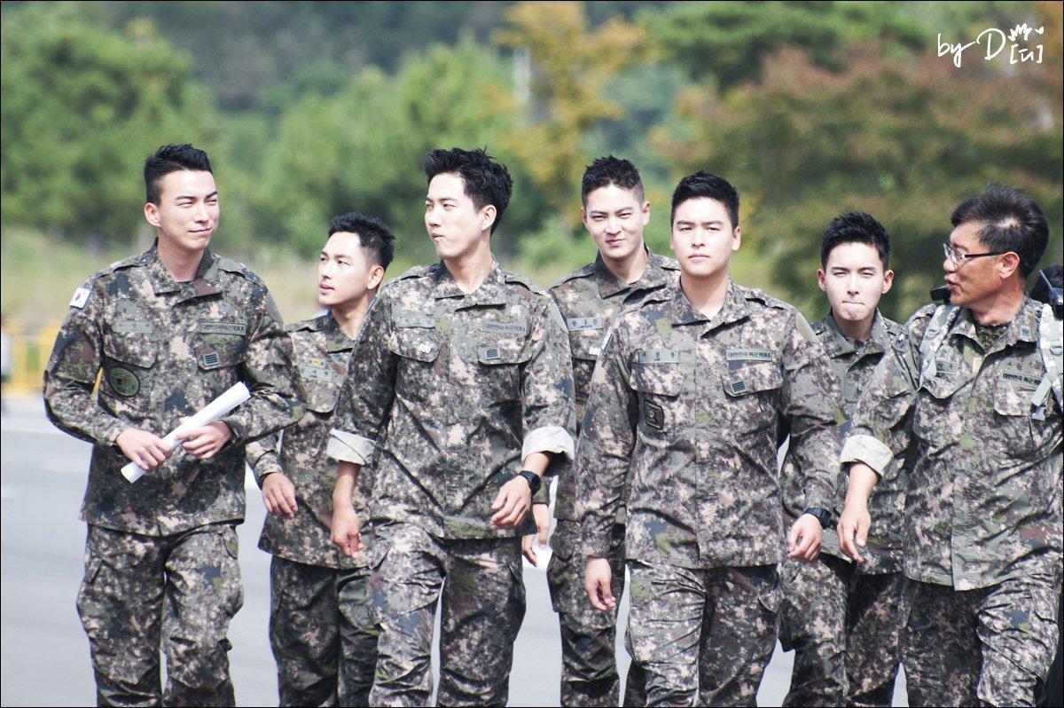 Biệt đội mỹ nam hàng đầu xứ Hàn trong quân ngũ thành hiện tượng vì đẹp hơn cả Hậu duệ mặt trời - Ảnh 1.