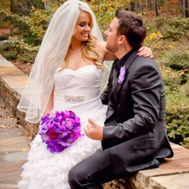 Bị chỉ trích dữ dội vì tái hôn 2 năm sau ngày chồng mất, người vợ đanh thép phản pháo - Ảnh 1.