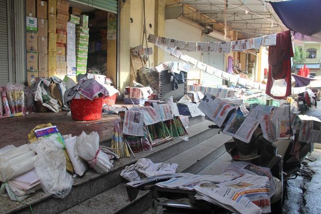 Chợ Vinh ngập gần 2m trong cơn lũ lịch sử, tiểu thương vớt vát tài sản trong nước mắt - Ảnh 3.