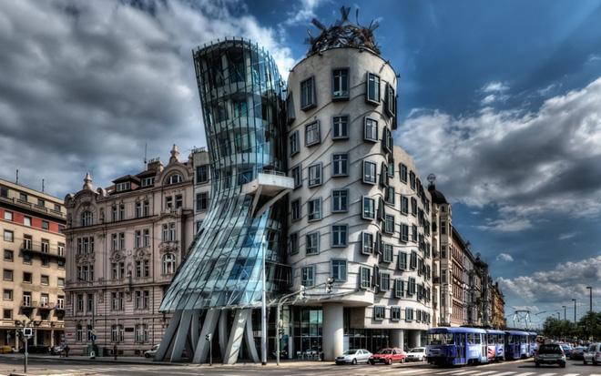 Lạ mắt với những tòa nhà có thiết kế kỳ lạ nhất trên thế giới - Ảnh 2.
