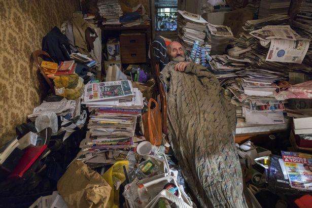 Rùng mình căn phòng của người đàn ông thích sưu tập rác thải: Đồ không dám vứt, rác chất thành đống - Ảnh 6.