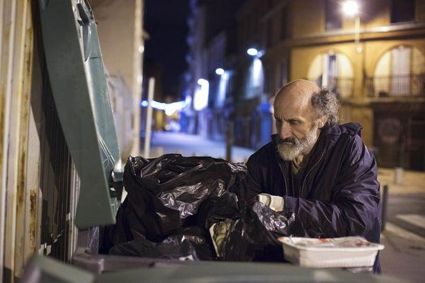 Rùng mình căn phòng của người đàn ông thích sưu tập rác thải: Đồ không dám vứt, rác chất thành đống - Ảnh 8.