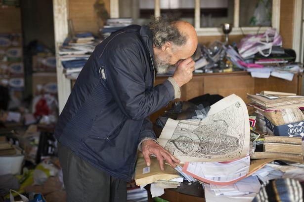 Rùng mình căn phòng của người đàn ông thích sưu tập rác thải: Đồ không dám vứt, rác chất thành đống - Ảnh 11.