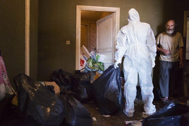 Rùng mình căn phòng của người đàn ông thích sưu tập rác thải: Đồ không dám vứt, rác chất thành đống - Ảnh 16.