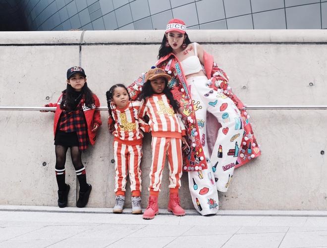 Ai là nhân vật đứng phía sau những nhóc tỳ sành điệu tại Tuần lễ thời trang Seoul? - Ảnh 1.