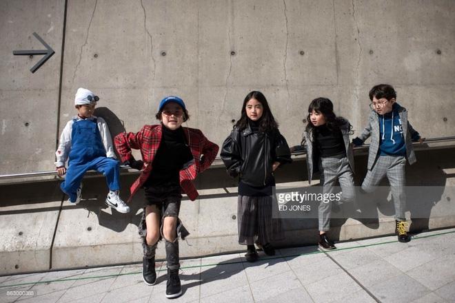 Ai là nhân vật đứng phía sau những nhóc tỳ sành điệu tại Tuần lễ thời trang Seoul? - Ảnh 2.