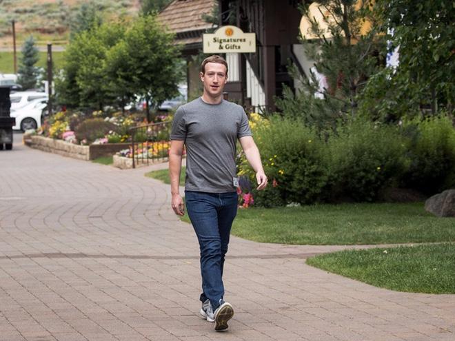 Kết quả hình ảnh cho Mark Zuckerberg ăn mặc