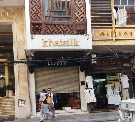 Người đàn ông mang khăn lụa Khaisilk tặng vợ hôm 20-10 nhất quyết đến cửa hàng trả lại - Ảnh 2.