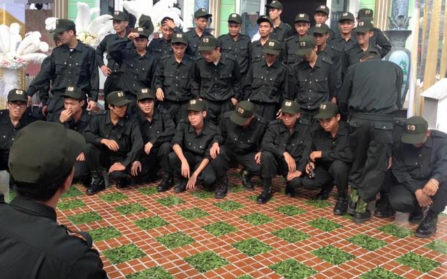 Ở Việt Nam cũng có những siêu đám cưới xa hoa, huy động hàng chục vệ sĩ để bảo vệ dàn khách mời toàn người nổi tiếng - Ảnh 3.