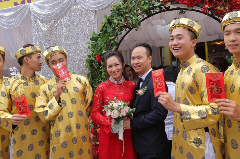 Ở Việt Nam cũng có những siêu đám cưới xa hoa, huy động hàng chục vệ sĩ để bảo vệ dàn khách mời toàn người nổi tiếng - Ảnh 1.