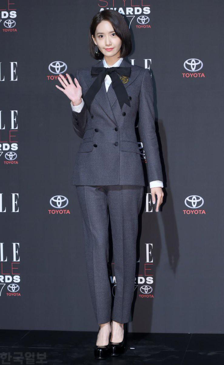 Thảm đỏ quy tụ dàn sao quyền lực: Yoona sang chảnh, nữ thần Kim Ji Won đẹp xuất sắc nhưng lại mặc gì thế này? - Ảnh 1.