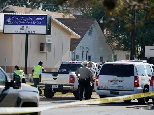 Xả súng kinh hoàng tại nhà thờ Mỹ, ít nhất 26 người thiệt mạng - Ảnh 1.
