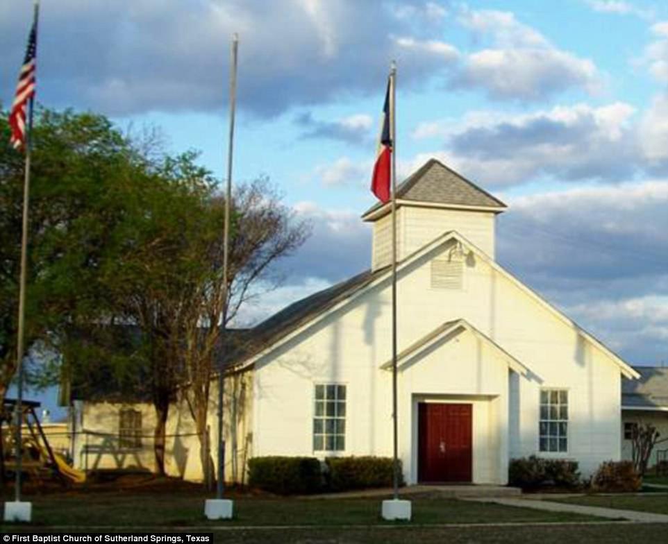 Khung cảnh thương tâm tại nhà thờ, nơi gần 60 người thương vong trong vụ xả súng đẫm máu tại bang Texas, Mỹ - Ảnh 2.