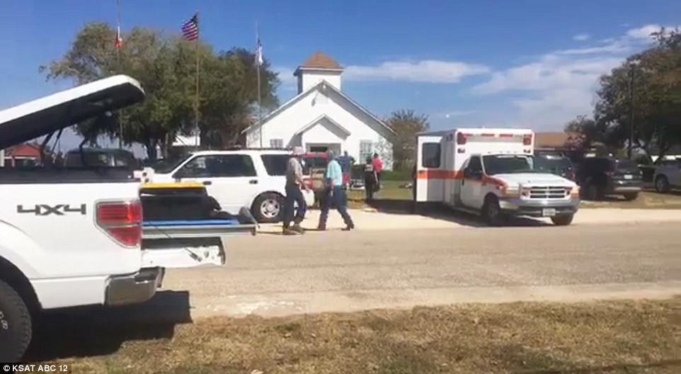 Khung cảnh thương tâm tại nhà thờ, nơi gần 60 người thương vong trong vụ xả súng đẫm máu tại bang Texas, Mỹ - Ảnh 3.