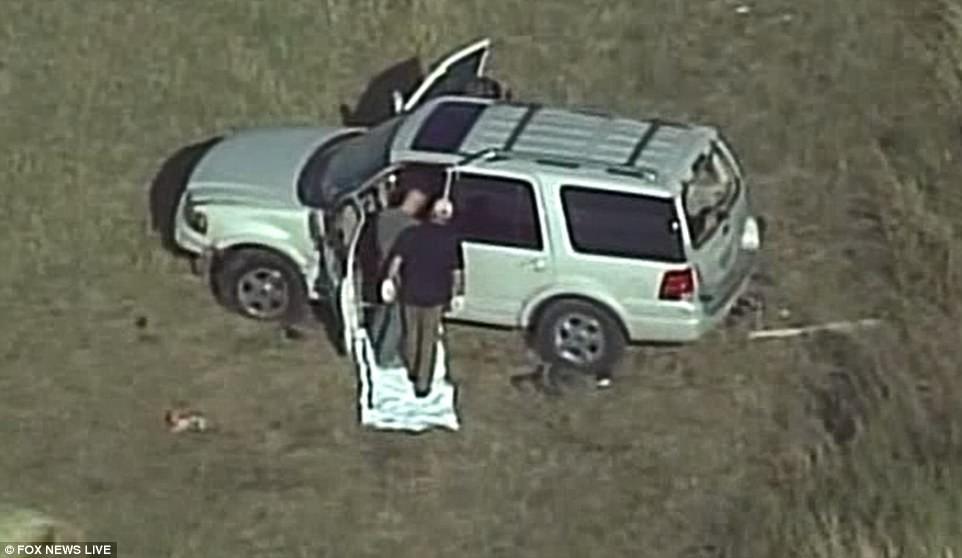 Khung cảnh thương tâm tại nhà thờ, nơi gần 60 người thương vong trong vụ xả súng đẫm máu tại bang Texas, Mỹ - Ảnh 14.