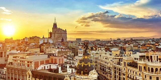 Lối sống kỳ lạ của người Tây Ban Nha: Ngủ trưa 'đẫy mắt' đến 5h chiều, bữa tối lúc nửa đêm, tận hưởng cuộc sống với tuổi thọ hàng đầu thế giới! - Ảnh 2.