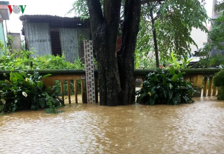 Ảnh: Cuộc sống của người dân Quảng Nam đảo lộn vì mưa lũ - Ảnh 7.