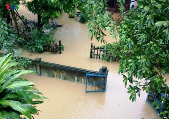 Ảnh: Cuộc sống của người dân Quảng Nam đảo lộn vì mưa lũ - Ảnh 11.