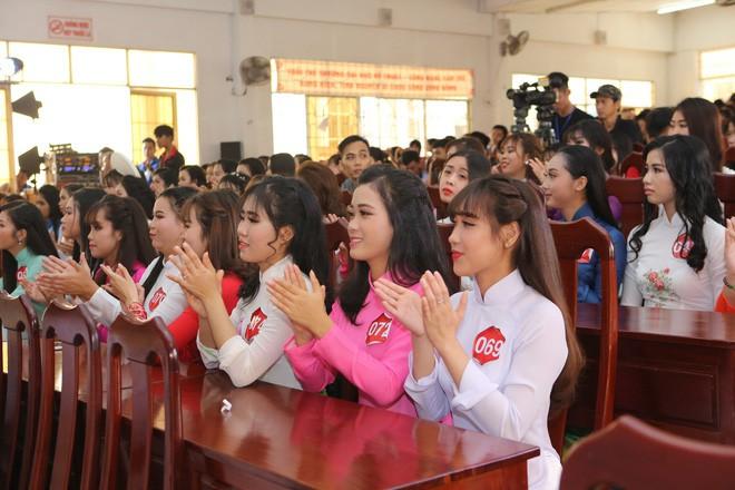 Những thí sinh tham gia Hoa khôi Sinh viên Việt Nam năm 2017.