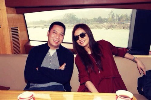 Gian lận kinh doanh, vợ chồng Triệu Vy nộp phạt 2,1 tỷ đồng và bị cấm tham gia chứng khoán trong vòng 5 năm - Ảnh 1.