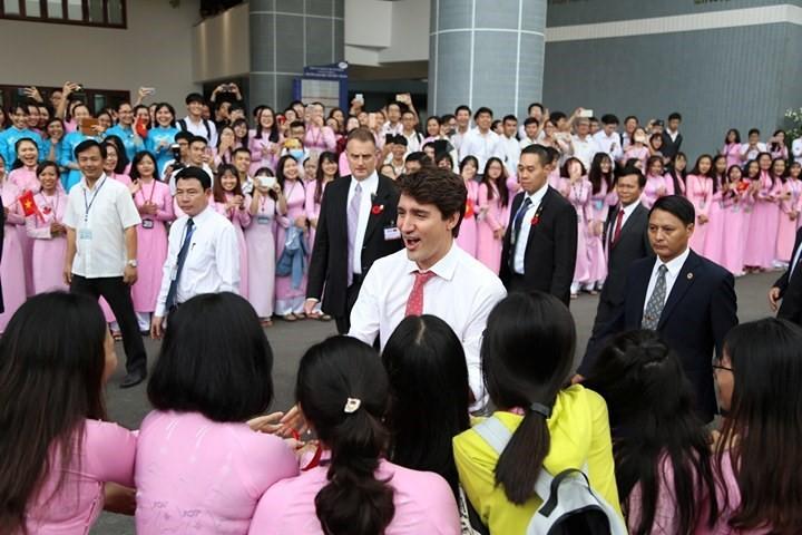 Thủ tướng Canada nói gì với sinh viên TP.HCM? - Ảnh 2.