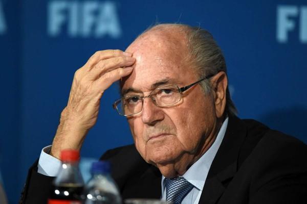 SỐC!!! Blatter bị tố quấy rối tình dục nữ cầu thủ tại lễ trao Quả Bóng Vàng - Ảnh 3.