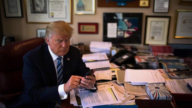 Tổng thống Mỹ dùng smartphone khác gì so với chúng ta? - Ảnh 1.