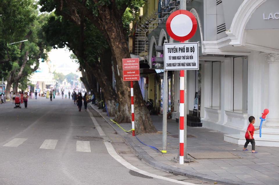 Tổng thống Mỹ Donald Trump đến Hà Nội, an ninh thắt chặt ở các tuyến phố trung tâm - Ảnh 9.