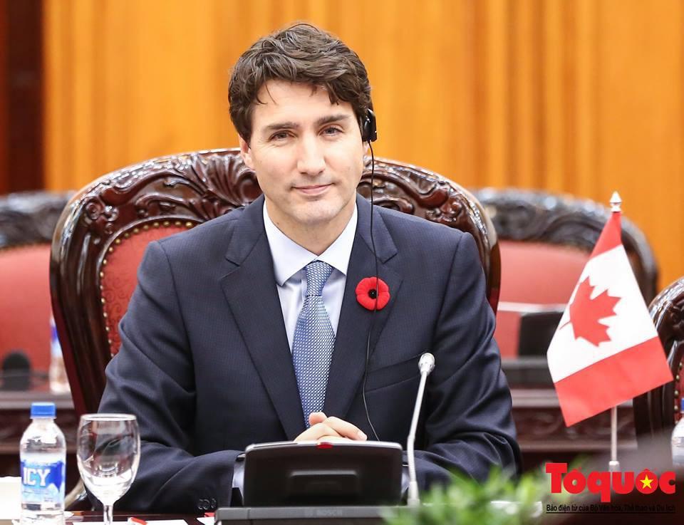Nhìn lại những khoảnh khắc ấn tượng của Thủ tướng Canada Justin Trudeau trong 4 ngày ở Việt Nam - Ảnh 2.