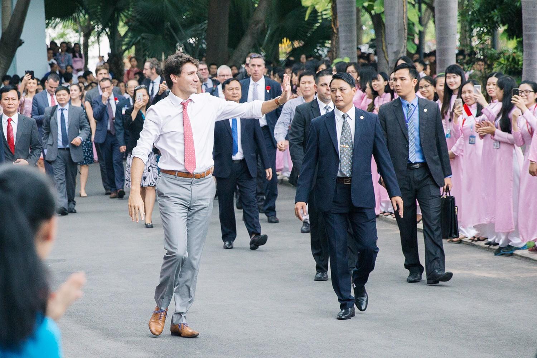 Nhìn lại những khoảnh khắc ấn tượng của Thủ tướng Canada Justin Trudeau trong 4 ngày ở Việt Nam - Ảnh 6.
