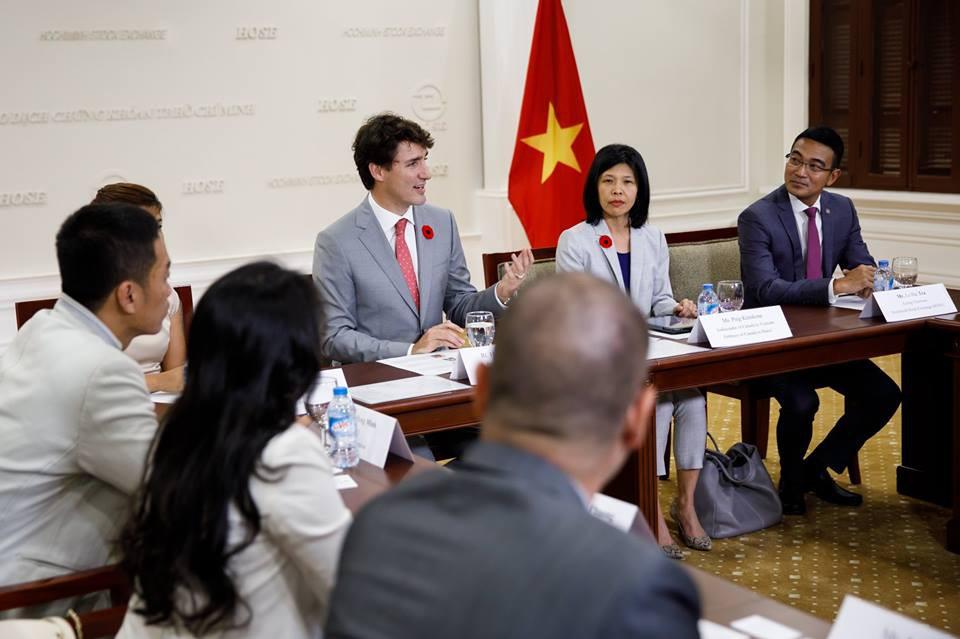 Nhìn lại những khoảnh khắc ấn tượng của Thủ tướng Canada Justin Trudeau trong 4 ngày ở Việt Nam - Ảnh 5.