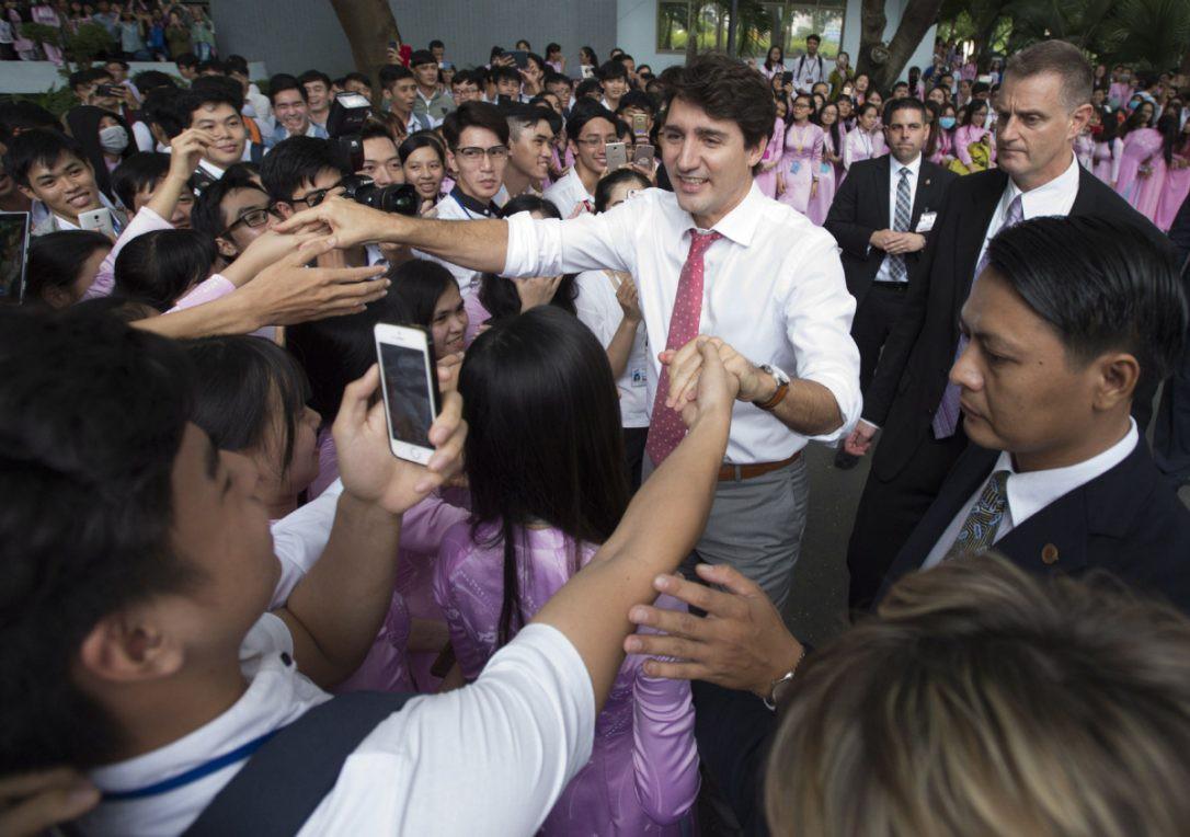 Nhìn lại những khoảnh khắc ấn tượng của Thủ tướng Canada Justin Trudeau trong 4 ngày ở Việt Nam - Ảnh 7.