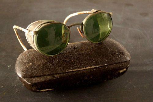 Chiếc kính mang phong cách steam-punk này kỳ thực đã xuất hiện khá phổ biến vào thời điểm đó.