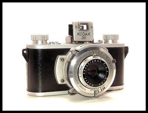 Dòng máy ảnh tiện lợi, nhỏ gọn này đã được Kodak cho ra đời vào năm 1941