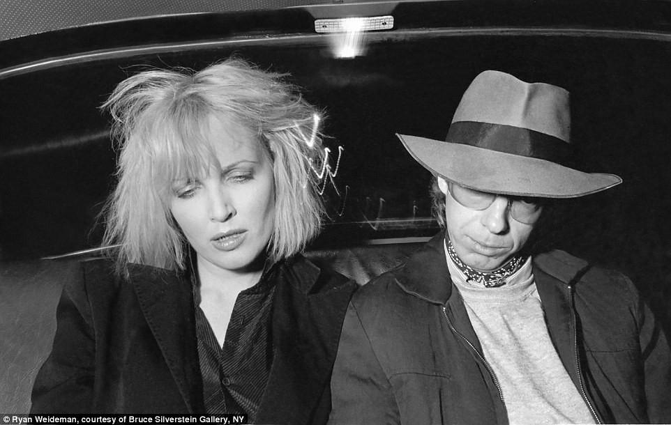 Suốt 30 năm, người tài xế taxi New York cần mẫn chụp ảnh và cho ra đời những tác phẩm kinh ngạc - Ảnh 2.