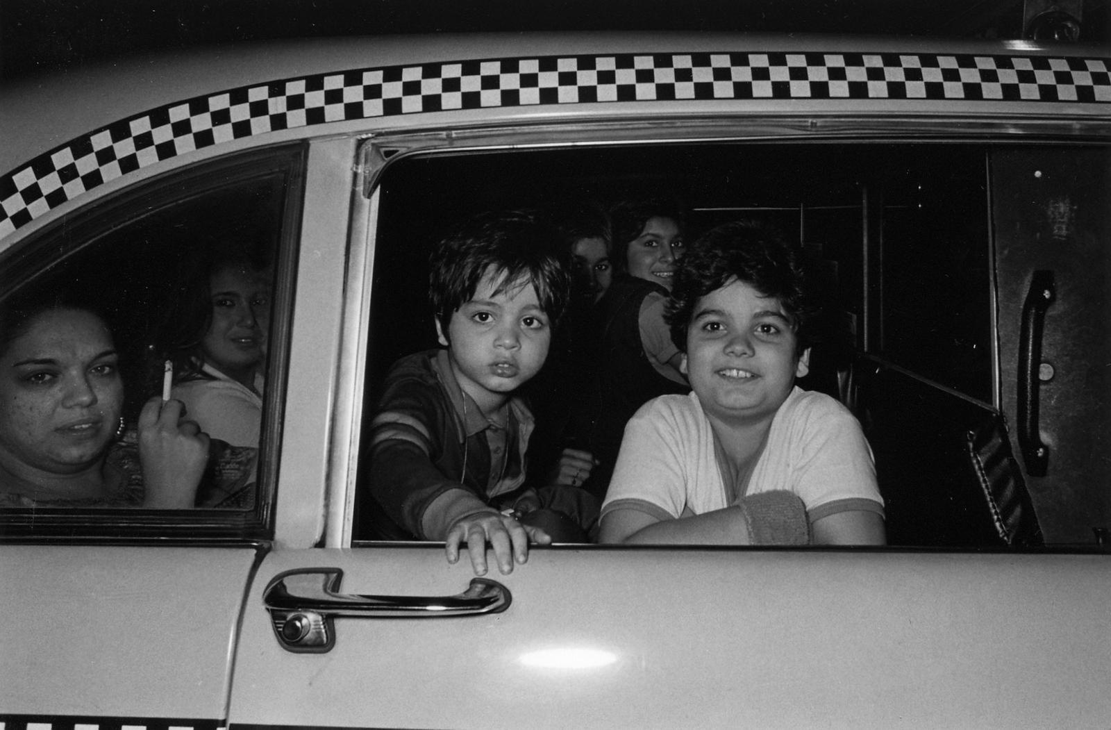 Suốt 30 năm, người tài xế taxi New York cần mẫn chụp ảnh và cho ra đời những tác phẩm kinh ngạc - Ảnh 9.