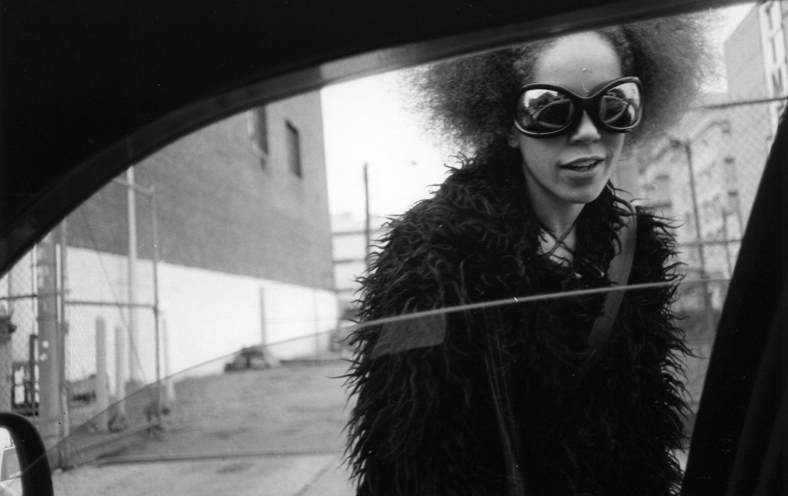 Suốt 30 năm, người tài xế taxi New York cần mẫn chụp ảnh và cho ra đời những tác phẩm kinh ngạc - Ảnh 10.