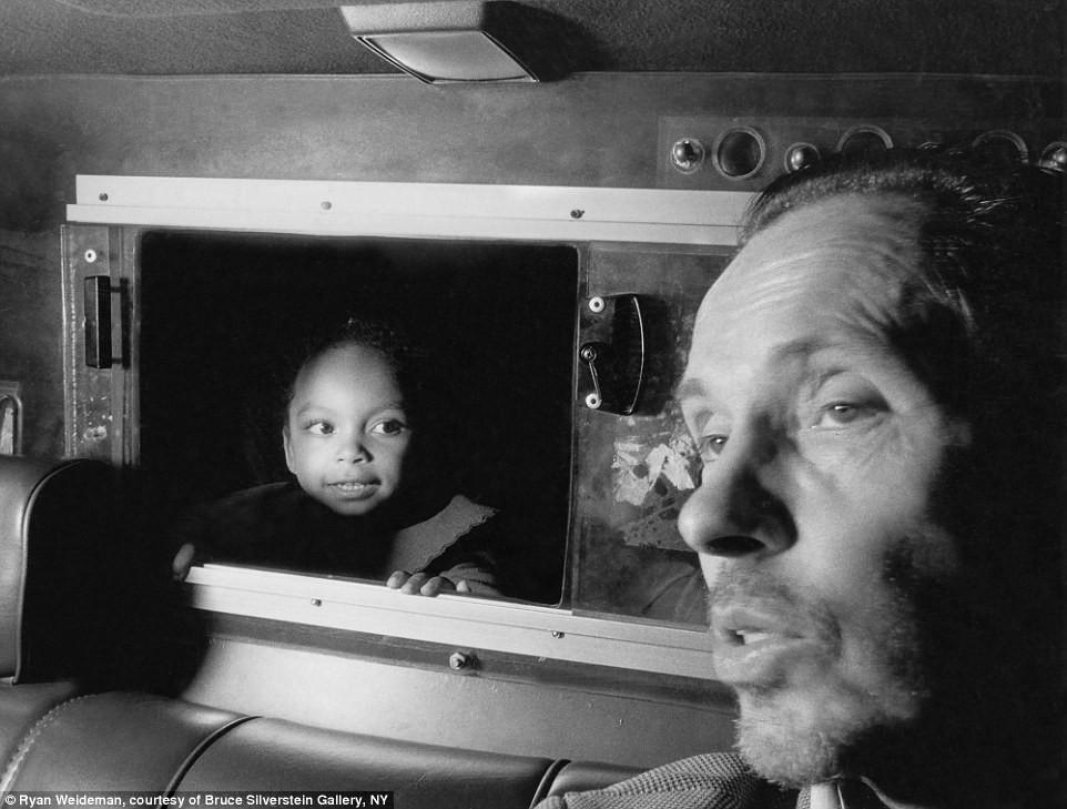 Suốt 30 năm, người tài xế taxi New York cần mẫn chụp ảnh và cho ra đời những tác phẩm kinh ngạc - Ảnh 15.