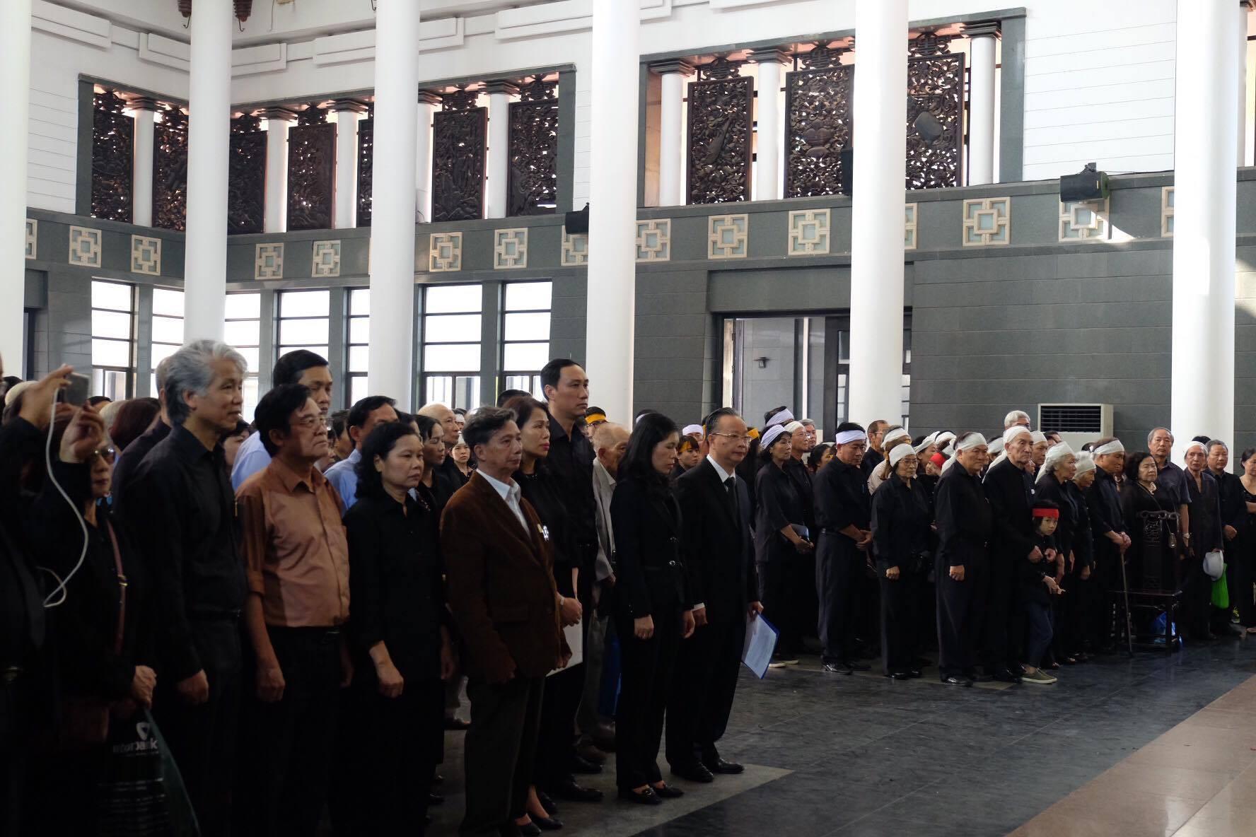 Người thân bật khóc bên linh cữu cụ bà Hoàng Thị Minh Hồ - người hiến hơn 5.000 lượng vàng cho nhà nước - Ảnh 23.
