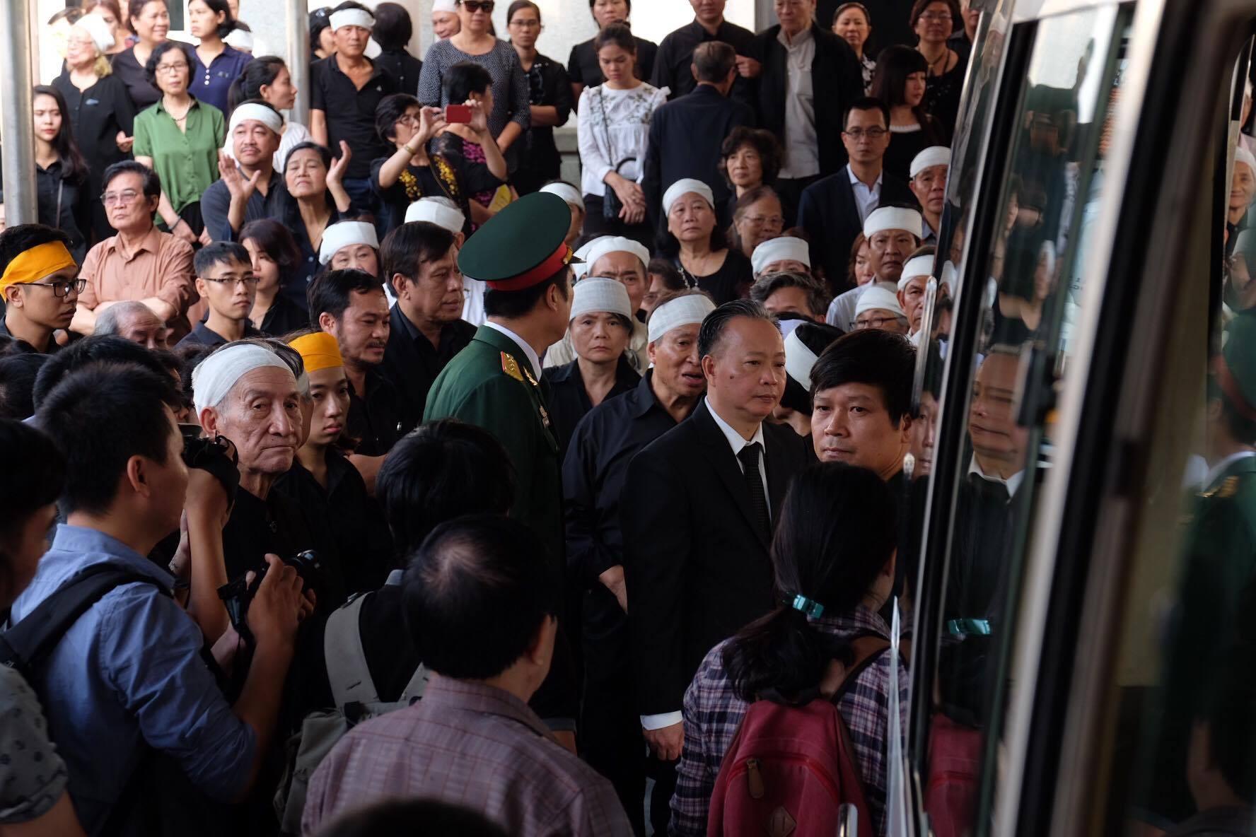 Người thân bật khóc bên linh cữu cụ bà Hoàng Thị Minh Hồ - người hiến hơn 5.000 lượng vàng cho nhà nước - Ảnh 20.
