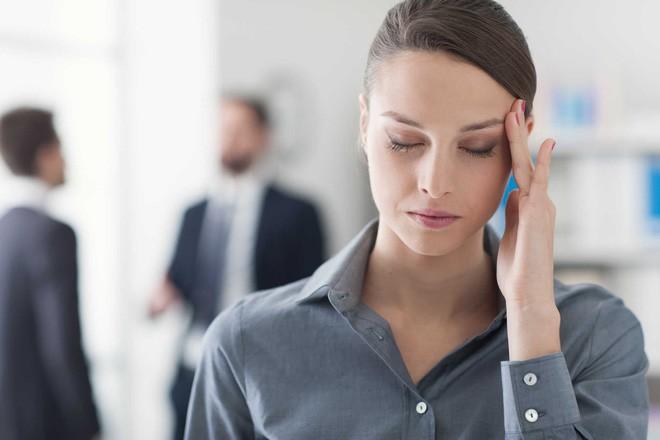 9 vấn đề sức khỏe có liên quan đến căn bệnh đau nửa đầu bạn cần phải nắm rõ - Ảnh 1.