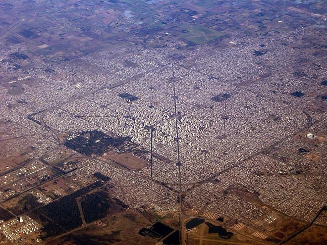 Đây là thành phố ngăn nắp nhất Trái Đất này, hãy nhìn ảnh chụp từ vệ tinh, bạn sẽ không tin nổi vào mắt mình - Ảnh 1.