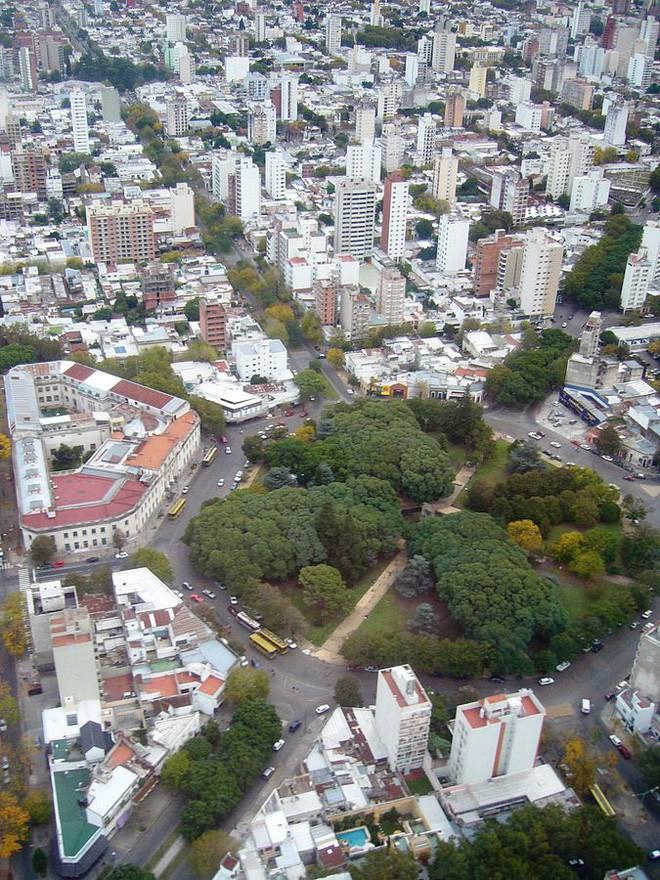 Đây là thành phố ngăn nắp nhất Trái Đất này, hãy nhìn ảnh chụp từ vệ tinh, bạn sẽ không tin nổi vào mắt mình - Ảnh 2.